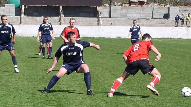 Fotbalisté Spartaku Příbram pokračují ve stoprocentní bilanci. V sobotu porazili Hořín a přiblížili se postupovým příčkám.