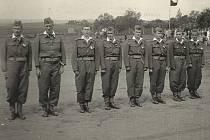 Dobrovolní hasiči ve Velké Hraštici (zleva): Stanislav Lepič, Josef Průša, Josef Jindra, Jaroslav Kryšpín, Tomáš Kudrna, Josef Neužil, František Kryšpín, Stanislav Kryšpín.
