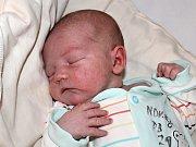 MARTIN NOVOTNÝ, syn Marcely a Martina z Příbrami a také bráška Moniky, se narodil v sobotu 1. července o váze 3,75 kg a míře 52 cm.