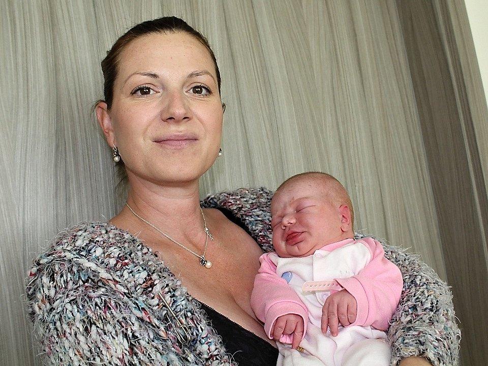 LAURA LOPEZOVÁ se narodila v úterý 26. září o váze 3,75 kg a míře 51 cm Tereze a Emanuelovi z Bratřínova. Radost má i sestra Ema.