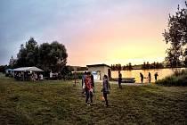 Přes den si návštěvníci mohou vydechnout při chill out hudbě, v podvečer začne představení mládežnické hudební skupiny a od 20 hodin odstartuje hlavní party s DJs Freezer a Tommy z Hradce Králové a potrvá až do 2 hodin.