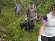 V sobotu se vypravili dobrovolníci na úklid Brd. Akci pořádali lesní hospodáři spolu se Správou CHKO Brdy.