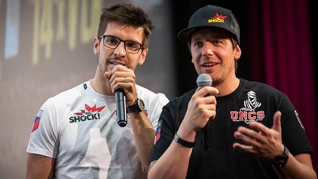 Martin Macík a Jan Brabec v rámci besed Posedlí Dakarem zaplňují kina po celé České republice.