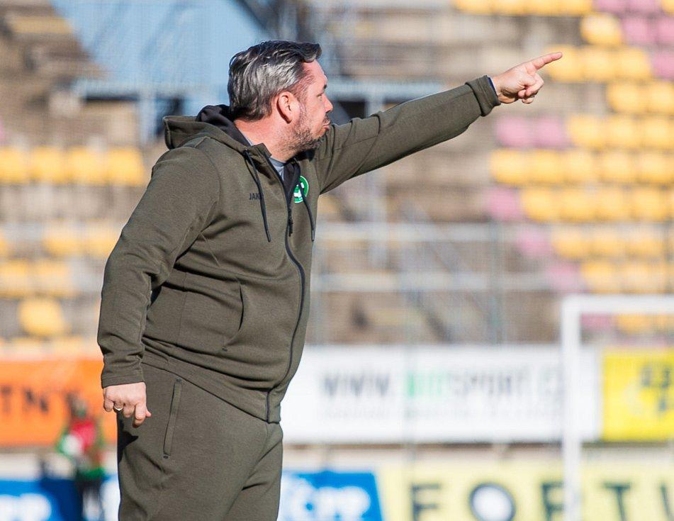 Trenér Příbrami Pavel Horváth v zápase se Slováckem.