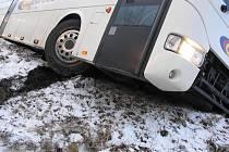 Z úterní nehody autobusu vyvázli všichni cestující bez zranění.