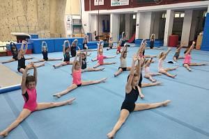 Fotografie z příměstských táborů, které v předešlých letech organizoval gymnastický klub z Dobříše.