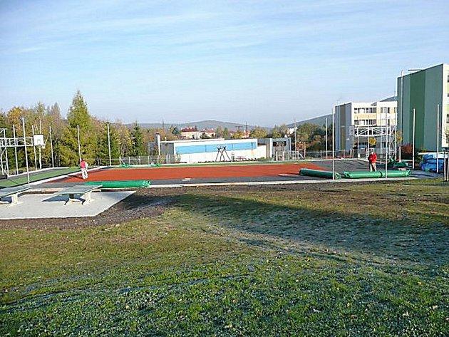 Víceúčelové hřiště v Jincích - lokalita sídliště Zborovská.