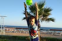 Takto vznikala jedna z vítězných fotografií dílčího kola soutěže Pralesní fotbalové léto s Deníkem! Jejím hlavním hrdinou byl Antonín Stočes z Příbrami.