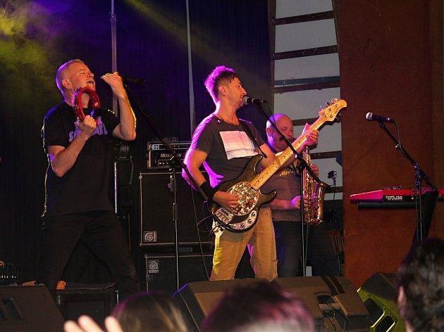 V Příbrami koncertovala známá kapela Mňága a Žďorp.