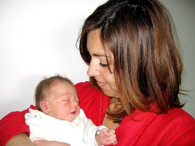 V neděli 27. dubna maminka Veronika a tatínek Milan z Bohutína poprvé sevřeli v náručí synka Marka Krejčího, který v ten den vážil 2,84 kg a měřil 49 cm. Oporu bude mít v desetiletém bráškovi Matějovi.