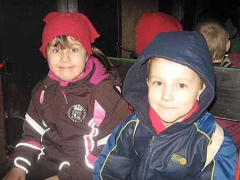 Děti se mohou projet ve vláčku vánočně vyzdobenou Prokopskou štolou