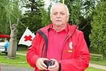Soutěž mladých zdravotníků v Příbrami u Nového rybníku. Miloslav Pštross z příbramského Spolku Českého červeného kříže.