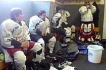 Sedlčanský tým o přestávce v kabině.