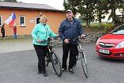 V Drahlíně se volit jezdilo i na kole.