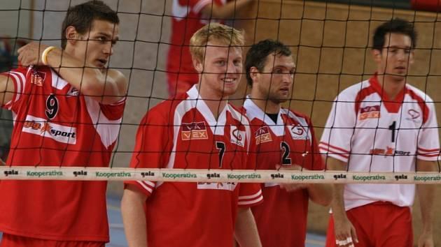 Příbramští volejbalisté obhajovali na svém turnaji o pohár Gigasportu první místo. Letos však skončili poslední.