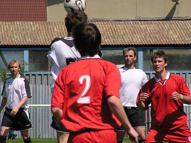 Fotbalisté Nového Knína nečekaně prohráli v Tuchlovicích.