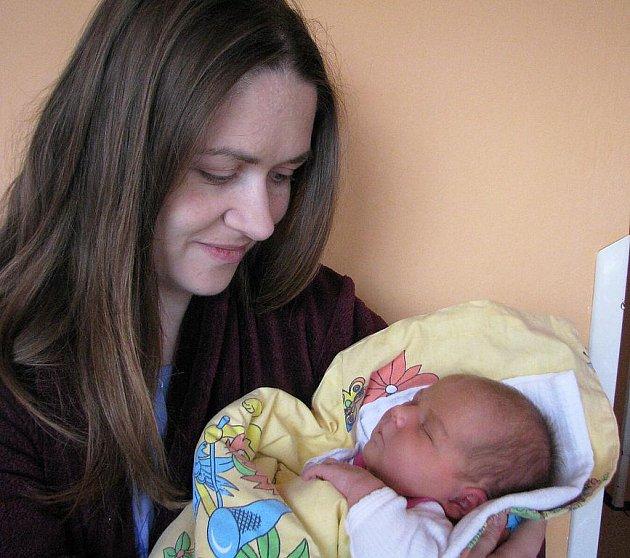 Od středy 16. listopadu mají maminka Anna a tatínek Jiří ze Suchodolu radost ze svého prvního zlatíčka - dcerky Klárky Zugárkové, která po narození vážila 3,81 kg a měřila 52 cm.