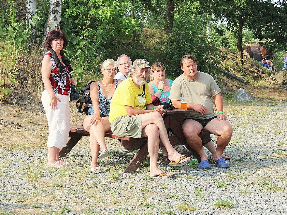 Festival Country Lom v Bořené Hoře. Na snímku členové vítězné kapely festivalu Country Lom Sousedé z Milína.