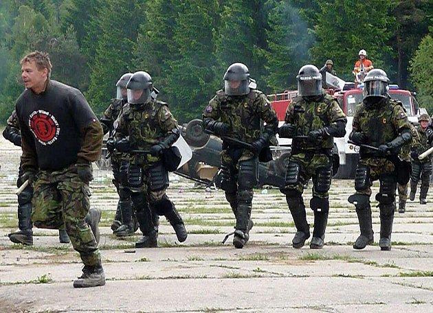 Jinečtí vojáci si v Brdech nacvičili všechny možné situace, které mohou řešit v misi.
