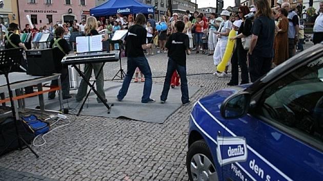 Sedlčany tančily v rytmu samby. Roztančil je soubor bicích nástrojů Marimba Junior Club.