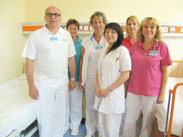 Primář dětského oddělení příbramské nemocnice Pavel Marček se svým týmem.
