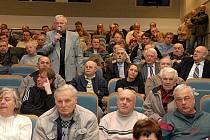 Na besedu s Tomášem Klvaňou přišlo asi osmdesát lidí.