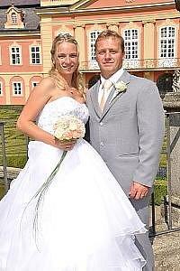 Svatební obřad Petry Dostálové a Pavla Máchy se konal v sobotu 15. srpna v konírně dobříšského zámku.