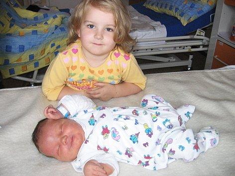 V sobotu 13. září si maminka Andrea a tatínek Jiří ze Slaného poprvé pochovali synka Filipa Davida, který v ten den vážil 4,68 kg a měřil 54 cm. Velkou radost z brášky má čtyřletá Karolínka.