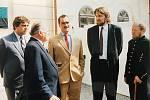 Březové Hory 30. května 1992: sté výročí hornické katastrofy, kde Josef Vacek (druhý zleva) už ve funkci starosty Příbrami přivítal jako hosta Karla Schwarzenberga (uprostřed).