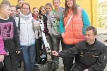 Pyrotechnici představili práci s robotem na vyhledávání a zpracovávání nebezpečného materiálu.