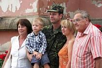 Slavnostní nástup 13. kontingentu na Svaté Hoře v Příbrami před odletem do Kosova