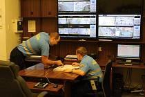 Řídící středisko kamerového systému příbramské městské policie.