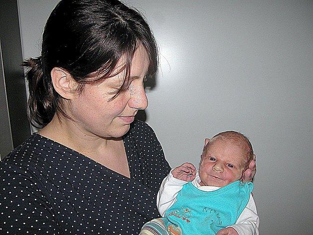 JAKUB Švagr prvně otevřel očka v pondělí 14. listopadu, vážil 3,22 kg a měřil 52 cm. Domů do Nedrahovic si prvorozeného syna odvezou maminka Jana a tatínek Martin.