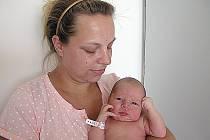 V ÚTERÝ 21. června maminka Lucie a tatínek Jaroslav z Příbrami poprvé sevřeli v náručí dcerku Nikolku Vondřichovou, vážila 3,92 kg a měřila 51 cm. Chránit sestřičku bude tříletý Jaroušek.