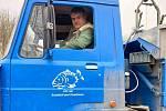 Aleš Haluska oslavuje 20 let za volantem rybářského nákladního automobilu.