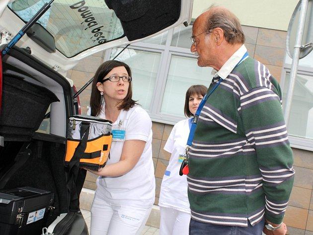 Patron domácí péče příbramské nemocnice Andělka Pavel Nový se zastavil v nemocnici na kus řeči.