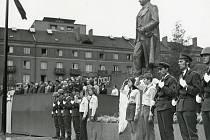 FOTOGRAFIE  z odhalení pomníku Klementa Gottwalda  v roce 1976.