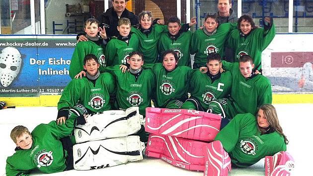 Družstvo šesťáků HC Příbram na turnaji ve Weidenu.