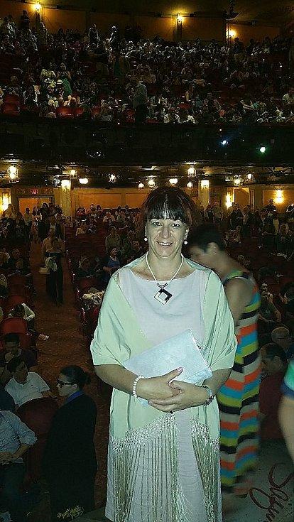 V divadle Broadway, na prknech, co znamenají svět.