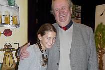 BOHUMIL Gondík do malé role obsadil i svoji desetiletou vnučku Nelinku. V rozhovoru potvrdil, že mu Adélčina dcerka dělá velkou radost a stráví s ní hodně času.