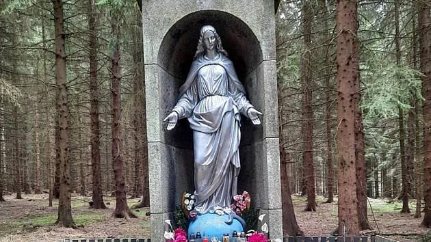 Procházka Hany Kymlové z Voltuše k mohyle Jakuba Jana Ryby a dál přes krásné vyhlídky včetně Voltušské k Železné panně.