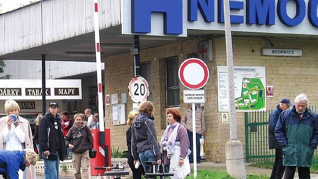 Natáčení třetí řady seriálu Nemocnice na kraji města se natáčí v areálu bývalého ZÚNZu v Příbrami.