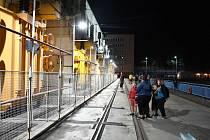 Možnost prohlédnout si v pátek 17. srpna druhou největší vodní elektrárnu v České republice využily stovky lidí.