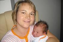 V sobotu 10. listopadu maminka Věra a tatínek Ivan z Příbrami poprvé sevřeli v náručí dcerku Karolinu Pihávkovou, která v ten den vážila 4,19 kg a měřila 54 cm. Radost z malé sestřičky má bráška Ondřej.