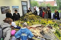 Ve Štětkovicích  mají modelářský domek a dopravní hřiště pro děti.