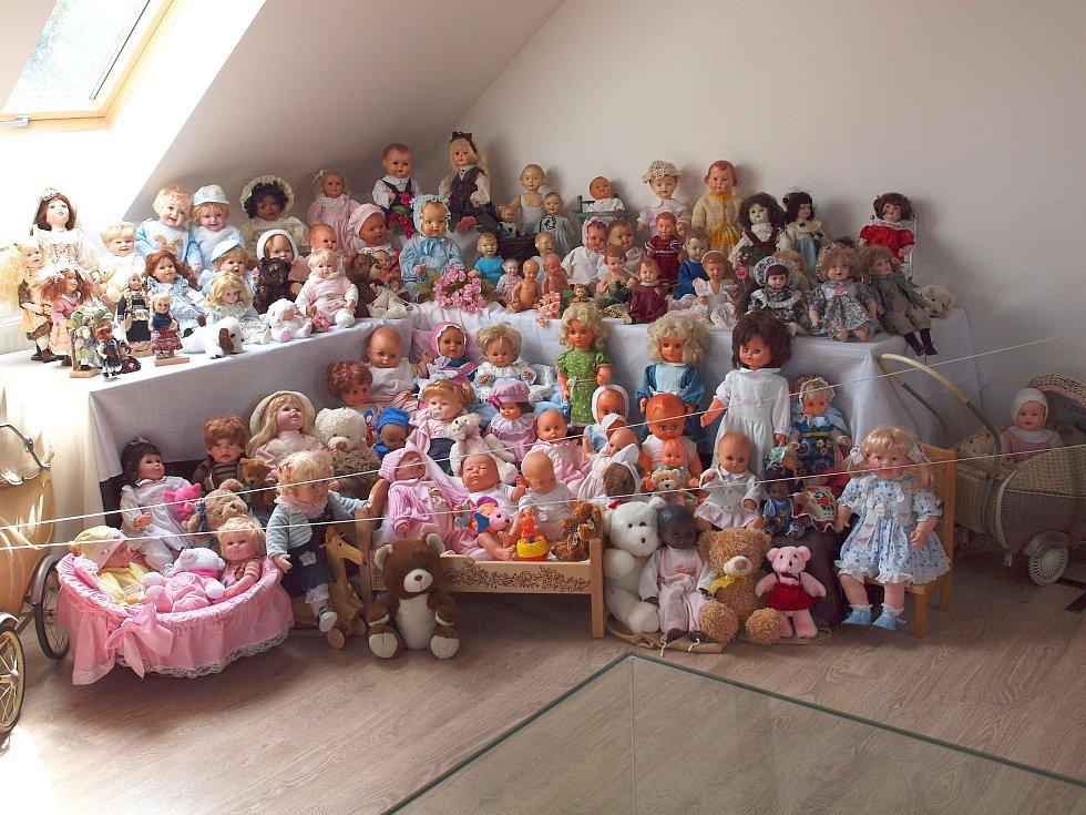 Výstava panenek.
