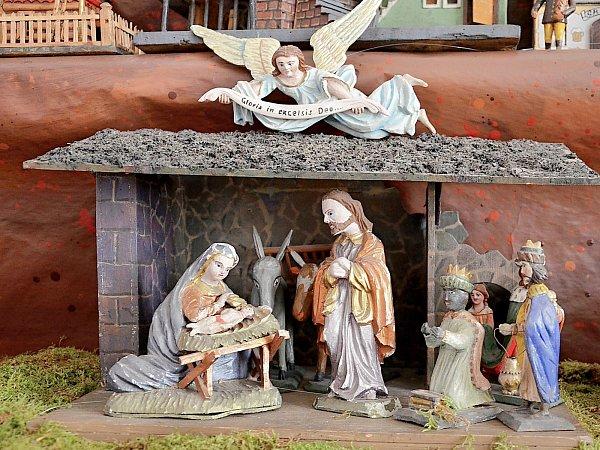Málokdo si dovede Vánoce představit bez betlému. Pokochat se zručností příbramských řemeslníků se mohou lidé vpříbramské galerii.