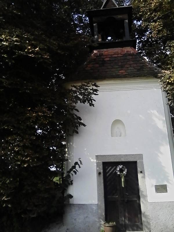 Návesní kaple sv. Jana Nepomuckého v Kuní.