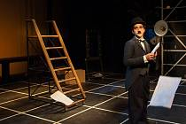 Foto z představení Chaplin.