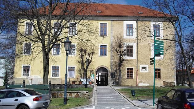 Galerie Františka Drtikola sídlí v příbramském Zámečku.